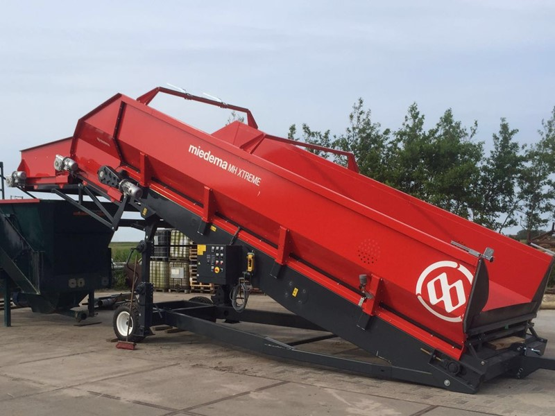 Receiving hopper with a capacity of up to 250 tonnes/hour
