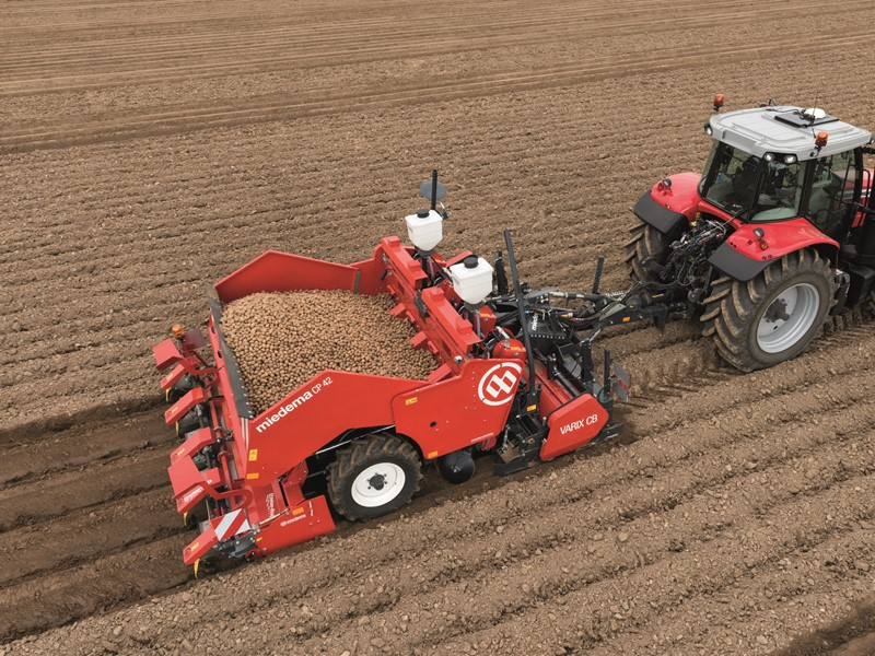 Mounted or trailed 4-row cup planter