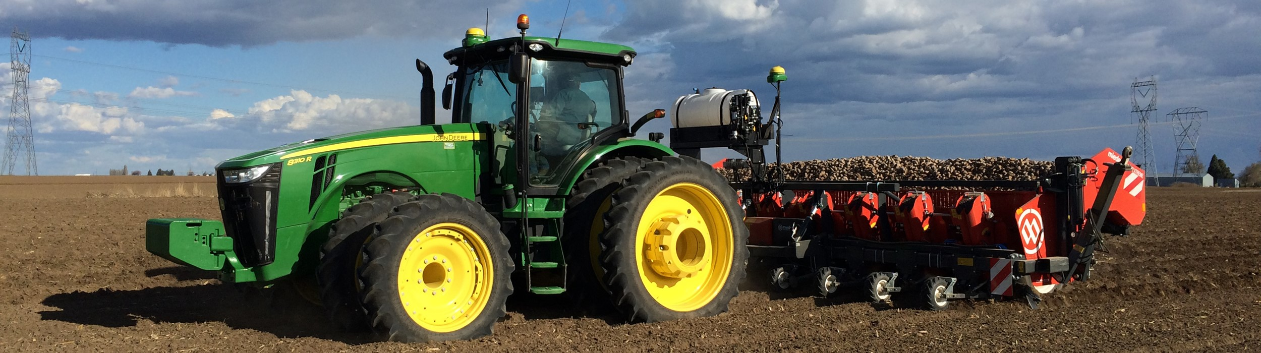 Trailed 8-row cup planter