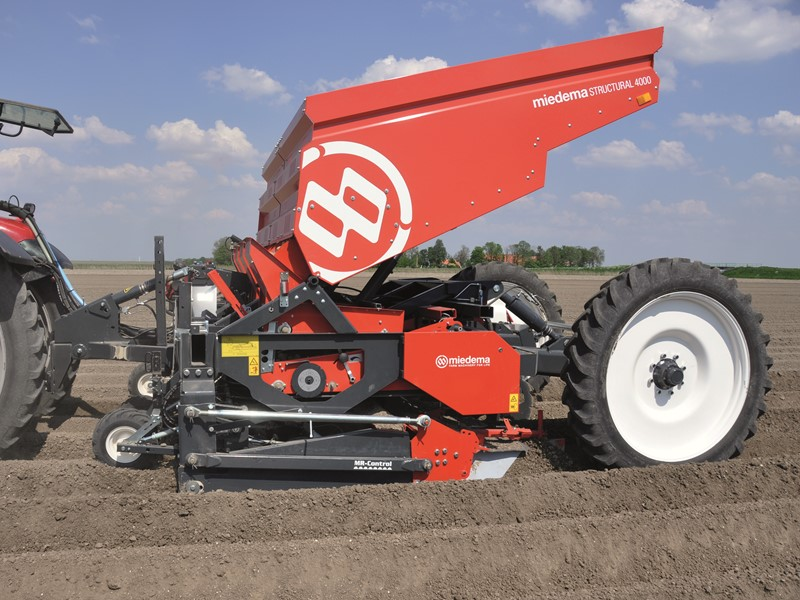 Mounted or trailed 4-row belt planter