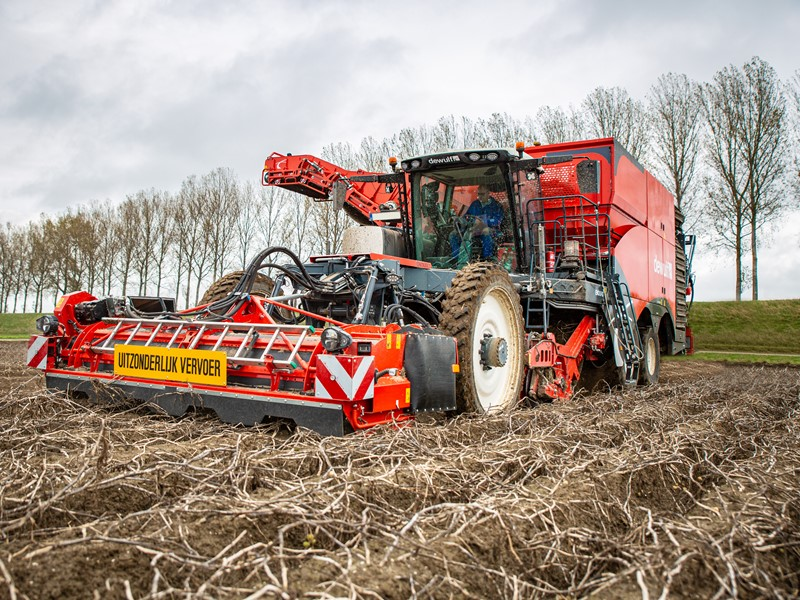 Dewulf launches the Enduro, their new 4-row self-propelled harvester
